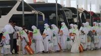 Jemaah haji Indonesia saat akan pergi ke Makkah dari Jeddah. Darmawan/MCH
