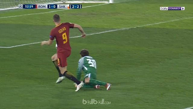 Berita video gol Edin Dzeko yang mengantarkan kemenangan dramatis 1-0 atas Shakhtar Donetsk pada leg kedua 16 Besar Liga Champions 2017-2018. This video presented by BallBall.