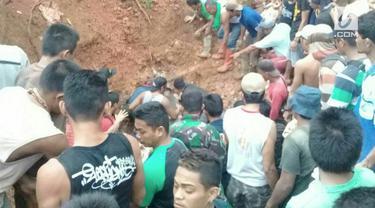 Enam penambang emas ilegal tewas tertimbun material longsor di Sulawesi Utara. Lokasi penambangan berada di sebuah lereng curam yang sangat rawan longsor.