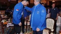 Agus Harimurti Yudhoyono (AHY) bersama Susilo Bambang Yudhoyono saat menghadiri Kongres V Partai Demokrat di JCC, Jakarta, Minggu (15/3/2020). Agus Harimurti Yudhoyono (AHY) terpilih secara aklamasi sebagai Ketua Umum masa bakti 2020-2025 Partai Demokrat. (Liputan6.com/Dok Partai Demokrat)