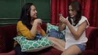 Jessica Iskandar sedang mewawancarai Nagita Slavina. (Vlog Jessica Iskandar)