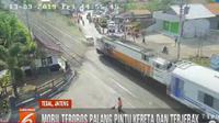 Kecelakaan  terjadi di perlintasan kereta Tirus Kota Tegal, Jawa Tengah, Jumat (13/09/2019),