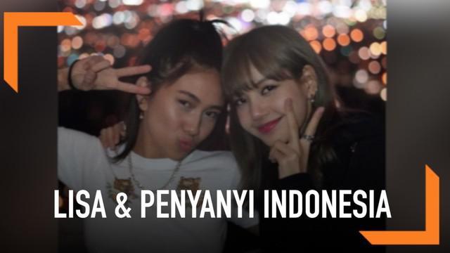 Lisa Blackpink mengunggah foto bersama dengan penyanyi asal Indonesia. Di Tanah Air, nama penyanyi asal Indonenesia ini mungkin belum begitu dikenal secara luas. Ini, karena ia memang tengah fokus untuk masuk ke pasar Amerika Serikat.