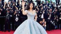 Aishwarya Rai kali ini mengajak serta putriny tampil di acara bergengsi Festival Film Cannes 2018. (Instagram/_aishwaryaraibachchan)