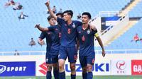 Timnas Thailand U-23 merayakan kemenangan atas Timnas Indonesia U-23 di laga pembuka Grup K Kualifikasi Piala AFC U-23 2020 di Stadion My Dinh, Hanoi, Jumat (22/3/2019). (Bola.com/Dok. AFF)
