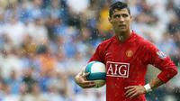 4. Cristiano Ronaldo (Real Madrid) - Harga jual Cristiano Ronaldo ke Real Madrid pada 2009 menjadikannya pemain termahal di dunia saat itu. Manchester United untung besar, tapi mereka kehilangan kualitas Ronaldo. (AFP/Paul Ellis)