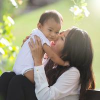 Ilustrasi ibu dan anak/copyright shutterstock