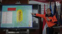 Kepala Pusat Data Informasi dan Humas BNPB Sutopo Purwo Nugroho memberikan keterangan pers di Jakarta, Sabtu (29/9). BNPB belum mendapatkan laporan jumlah korban untuk kota Donggala dikarenakan terputusnya jaringan komunikasi. (Liputan6.com/Faizal Fanani)