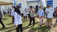 Gubernur Sulawesi Selatan Nurdin Abdullah melakukan serah terima 50 unit hunian tetap (huntap) yang dibangun Pemprov Sulsel, kepada Bupati Luwu Utara.
