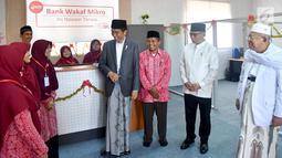 Suasana saat Presiden Joko Widodo atau Jokowi meresmikan Bank Wakaf Mikro di Serang, Banten, Rabu (14/3). Bank Wakaf Mikro memberi pinjaman maksimal Rp 3 juta dan biaya administrasi tiga persen. (Liputan6.com/Pool/Biro Setpres)