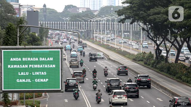 078534600 1599717649 20200910 Jakarta Tarik Rem Darurat  Ganjil Genap Ditiadakan dan Transportasi Umum Dibatasi 4