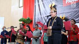 Seknas Tim Alpha Zona Papua, M.Herviano memberikan sambutan pada acara deklarasi dan pelantikan relawan Tim Alpha Zona Papua di Gedung Eme Neme Yauware, Kota Timika, Jumat (26/10). (Liputan6.com/Pool/Arif)