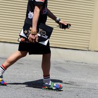 Slide sandal yang bikin penampilan minimalis dan bisa dipakai untuk berbagai kesempatan. (thenewyorktimes.com)
