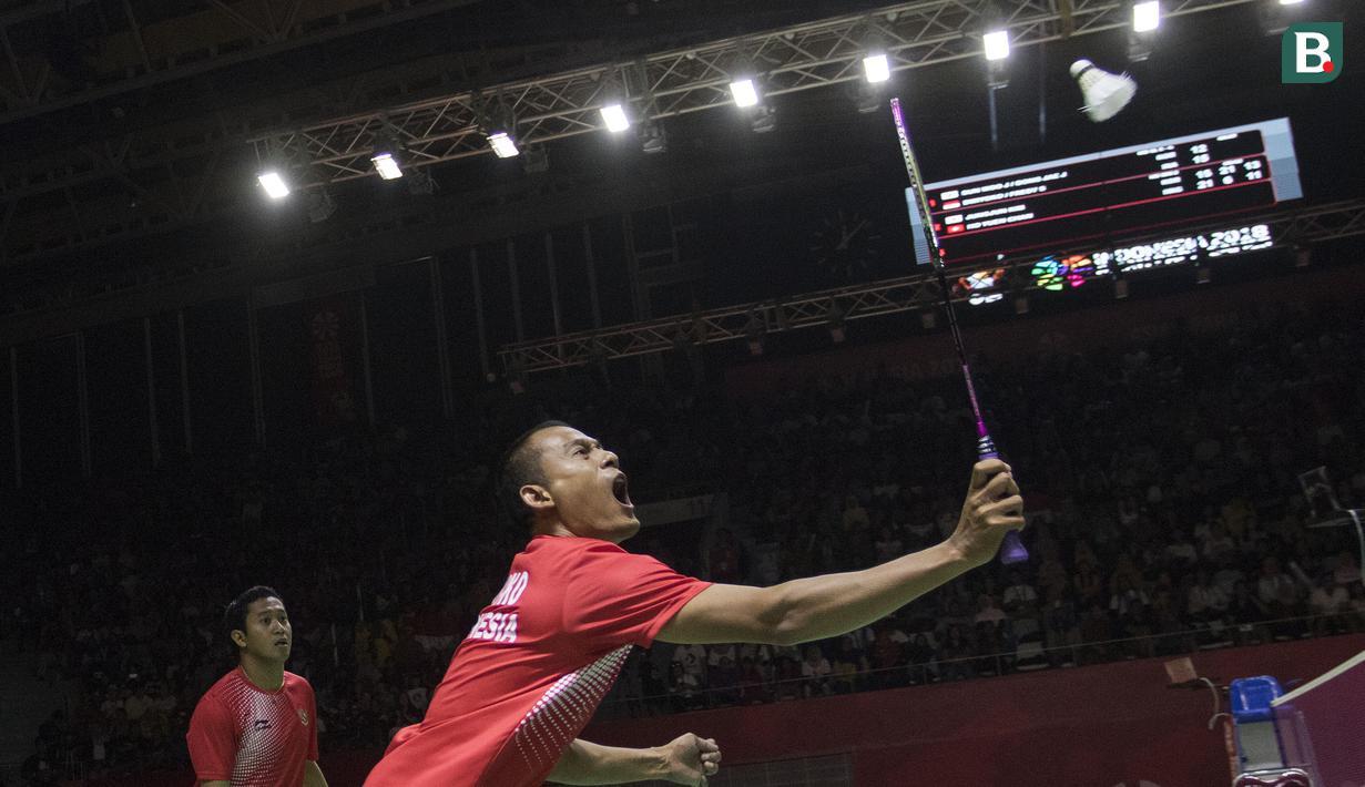 Fredy Setiawan/Dwiyoko pebulutangkis Indonesia meraih medali emas di nomor ganda putra SL3-SL4 setelah mengalahkan pasangan Korea pada Asian Para Games 2018 di Istora Senayan, Sabtu (13/10/2018).  (Bola.com/Peksi Cahyo)