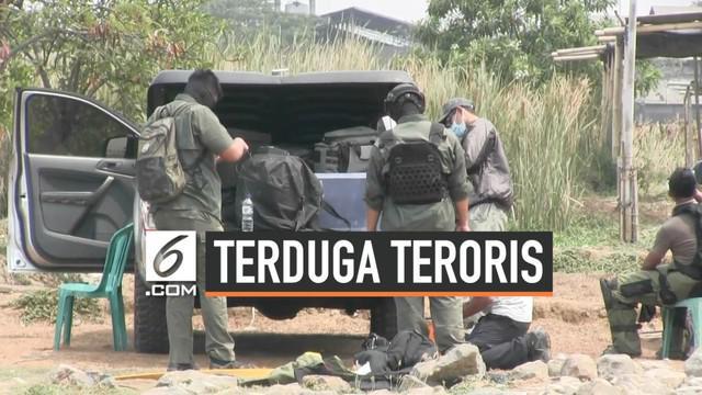 Tim Densus 88 Antiteror menangkap terduga teroris di Jalan Belibis V, Semper Barat, Cilincing, Jakarta Utara, Senin (23/9/2019) pagi ini. Pihak kepolisian juga telah meledakan barang bukti berupa bom aktif milik pelaku terduga teroris.