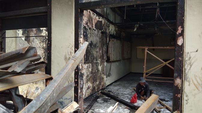 Pelayanan Polsek Ciracas yang berangsur pulih usai diserang sekelompok massa Rabu malam kemarin (14/12/2018)