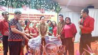 Relawan Solmet merayakan Natal dengan membagi kursi roda gratis (Istimewa)