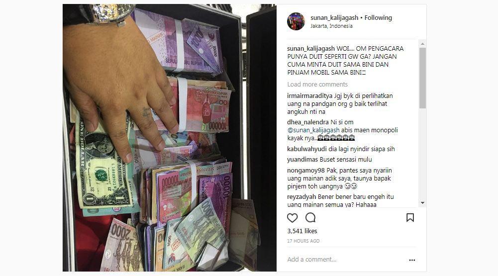 Sunan Kalijaga pamer uang sekoper [foto: instagram/@sunankalijagash]