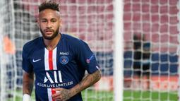 2. Neymar - Penyerang berusia 28 tahun ini membawa perubahan besar untuk PSG di kompetisi Liga Champions musim 2019/2020. Neymar tampil impresif dan menjadi pemain kunci dari kemenangan PSG di Liga Champions musim ini. (AFP/Lluis Gene/pool)