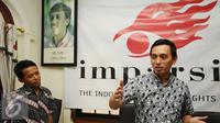 Direktur Imparsial Al Araf (kanan) memberikan keterangan seputar 12 tahun kasus Munir di Jakarta, Selasa (6/9). Imparsial mendesak Presiden Jokowi segera menindaklanjuti hasil temuan penyelidikan TPF kasus Munir. (Liputan6.com/Helmi Fithriansyah)