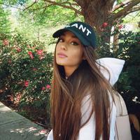 Ariana Grande sepertinya tak ada habisnya memberikan kejutan untuk para penggemar. (instagram/arianagrande)