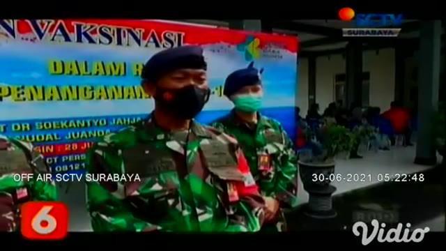 Pesawat milik TNI Angkatan Laut terbang rendah untuk menyemprotkan ribuan cairan disinfektan di wilayah Kabupaten Bangkalan, dan Kota Surabaya. Penyemprotan cairan disinfektan ini dilakukan menggunakan pesawat cassa dan helicopter.