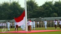Ribuan kader Partai Gerindra melakukan upacara pengibaran bendera HUT RI ke-70 di Lapangan Nusantara Polo Club, Bogor, Jawa Barat, Senin (17/8/2015). Upacara dipimpin langsung Ketua Umum Partai Gerindra, Prabowo Subianto. (Liputan6.com/Helmi Fithriansyah)