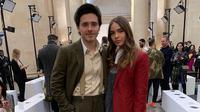 Hana Cross dan Brooklyn Beckham kompak kenakan suit di London Fashion Week 2019. (Foto: instagram.com/hancross)