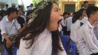 Ulah Kocak Warganet Isengi Foto Gadis yang Menguap