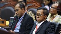 Ahli dari TKN Dokter Heru Widodo dan Prof Edward Omar Syarief Hiariej bersaksi selama sidang sengketa Pilpres 2019 di Gedung MK, Jakarta, Jumat (21/6/2019). Heru menerangkan tentang tafsir diskualifikasi dalam putusan MK pascapembaruan UU Pemilu dan UU Pemilukada Serentak. (Liputan6.com/Johan Tallo)