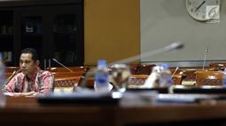 Capim KPK Nurul Ghufron menyampaikan pendapatnya saat mengikuti uji kelayakan dan kepatutan (fit and proper test) dengan Komisi III DPR di Kompleks Parlemen, Jakarta, Rabu (11/9/2019). Menurutnya, tak semua penyidikan menghasilkan tuntutan dan pemeriksaan di persidangan. (Liputan6.com/JohanTallo)