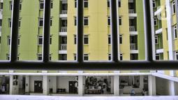 Suasana foodcourt yang berada di lantai 3 Rusun Pasar Rumput, Manggarai, Jakarta, Senin (20/9/2021). Sementara pasar tradisional berada di lantai 1 dan 2, serta foodcourt dan fasilitas umum di lantai 3. (merdeka.com/Iqbal S. Nugroho)