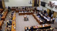 Suasana pleno pemilihan dan penetapan Capim KPK di ruang rapat Komisi III DPR RI, Senayan, Jakarta, Jumat (13/9/2019) dini hari. Calon Pimpinan KPK Irjen Pol Firli Bahuri terpilh sebagai Ketua KPK 2019-2023 dengan perolehan 56 suara usai uji kelayakan dan kepatutan. (Liputan6.com/Johan Tallo)