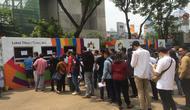 Pembeli tiket mulai mengantre untuk menukarkan tiket menonton pembukaan Asian Games 2018 (Liputan6.com/Muhammad Adiyaksa)