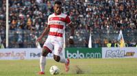 Bek sayap Madura United, Marckho Meraudje. (Bola.com/Aditya Wany)
