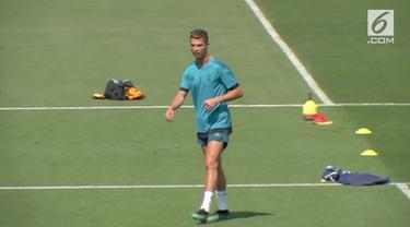 Juventus membuat gebrakan pada bursa transfer pemain musim panas ini. Klub raksasa Serie A itu resmi mendatangkan Cristiano Ronaldo dari Real Madrid.