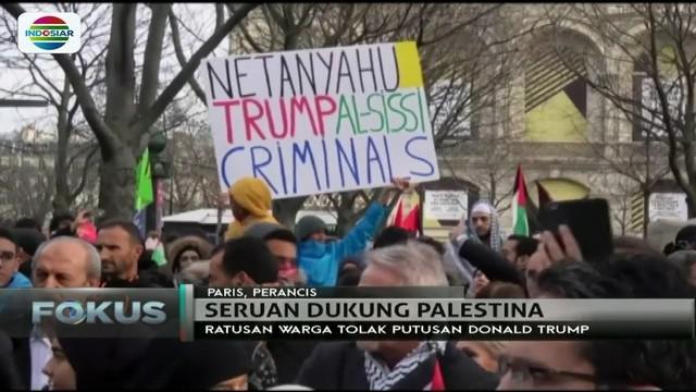 Dunia turut mengecam sikap Trump. Warga di Prancis dan Pakistan ikut turun ke jalan untuk melakukan aksi bela Palestina.