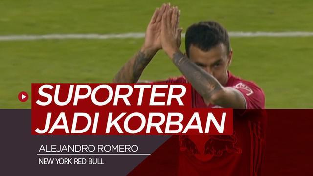 Berita video gelandang asal Paraguay di New York Red Bull, Alejandro Romero atau Kaku, menembak bola ke arah tribun suporter dan langsung diganjar kartu merah.