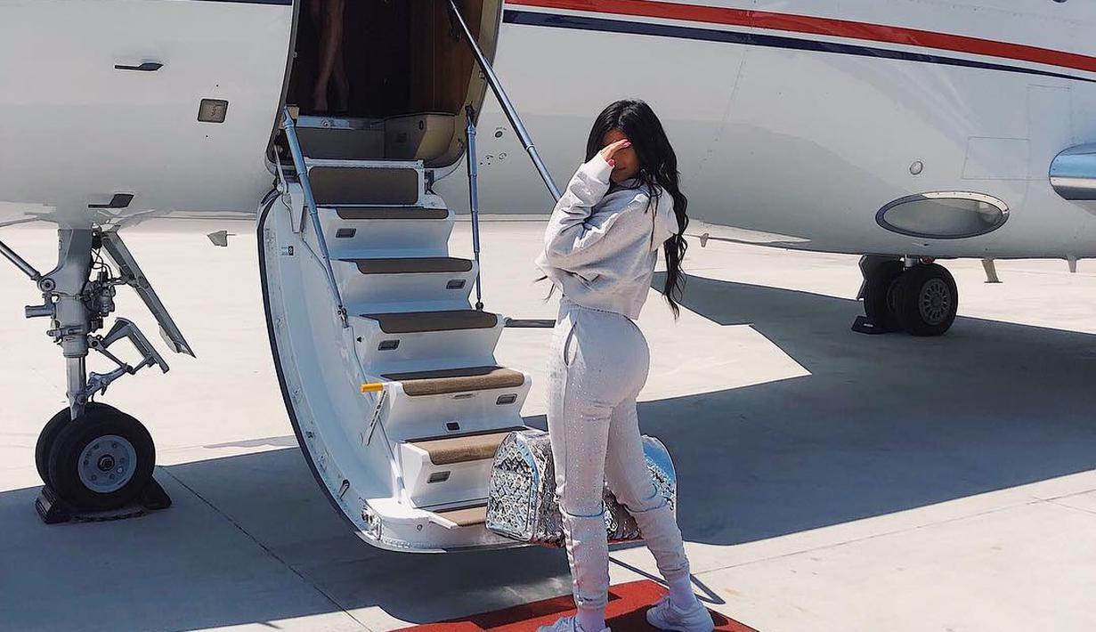 Kylie Jenner sepertinya ingin Stormi menyaksikan indahnya dunia. Ia pun membawa sang anak ke Perancis. (instagram/kyliejenner)