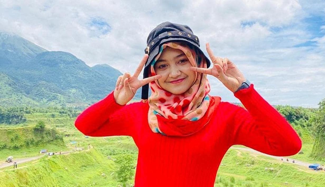 Jihan Audy kerap mengunggah potretnya saat mengenakan hijab. Gayanya saat berhijab terlihat santai dan tetap kekinian. (Liputan6.com/IG/@jihanaudy123_real)