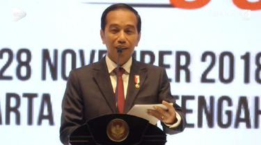 Presiden Jokowi menutup Rapimnas Kadin di Solo, Jawa Tengah. Di depan para pengusaha Jokowi mengaku sebagai alumni UMKM.