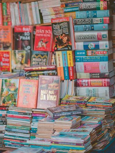 Ilustrasi penjual buku bekas