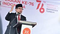Ketua Majelis Syura PKS Salim Segaf bertindak sebagai inspektur upacara dalam upacara peringatan Kemerdekaan ke-76 RI di halaman kantor DPP PKS, Jakarta, Selasa (17/8/2021).(Foto: Istimewa)