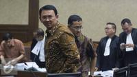 Gubernur DKI Jakarta Basuki Tjahaja Purnama saat menjalani persidangan di Pengadilan Tindak Pidana Korupsi, Jakarta (25/7). Ahok hadir sebagai saksi dalam persidangan kasus suap proyek reklamasi terdakwa mantan dirut APL. (Liputan6.com/Immanuel Antonius)