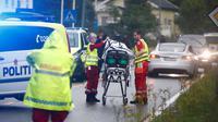 Polisi mengidentifikasi tempat kejadian perkara (TKP) penembakan di All Noor Islamic Centre (Terje Pedersen / NTB Scanpix / AFP)