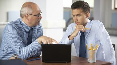 Selain performa dalam pekerjaan, sikap dan ucapan Anda kepada si bos juga bisa jadi poin penting dalam penilaian karier. Pilihan kalimat Anda dengan bos bisa menunjukkan profesionalisme Anda dalam bekerja.