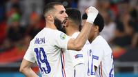Karim Benzema melakukan selebrasi setelah mencetak gol pertama bagi timnya ketika pertandingan Grup F Euro 2020 antara Portugal melawan Prancis yang berlangsung di Puskas Arena, Budapest, Hungaria pada Rabu (23/06/2021). (AFP/Pool/Franck Fife)