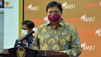 Menteri Koordinator Bidang Perekonomian Airlangga Hartarto menyampaikan  kebijakan Pemberlakuan Pembatasan Kegiatan Masyarakat (PPKM) pada 11-25 Januari 2021 di Kantor Presiden, Jakarta, Senin (11/1/2021). (Biro Pers Sekretariat Presiden)