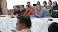 Ketua Bawaslu, Abhan saat menghadiri rapat Rekapitulasi Hasil Penghitungan Perolehan Suara Tingkat Nasional dan Penetapan Hasil Pemilu Tahun 2019, Jakarta, Jumat (10/5/2019). Rencananya hari ini, rapat menetapkan hasil penghitungan di Bali dan Bangka Belitung. (Liputan6.com/Helmi Fithriansyah)