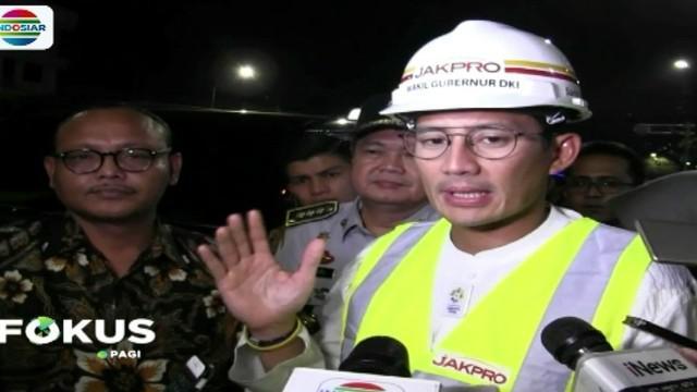 Wakil Gubernur DKI Jakarta Sandiaga Uno, Selasa 11 April malam, meninjau underpass Matraman Jakarta yang kemarin mulai digunakan umum.